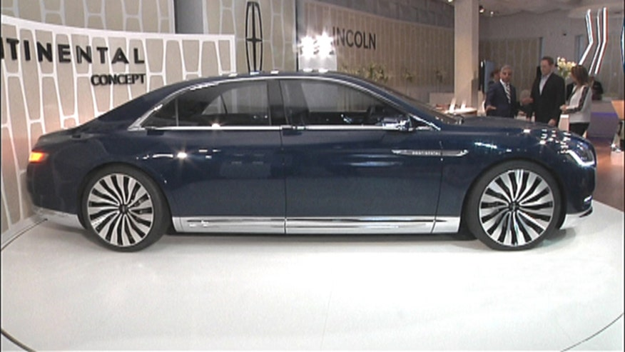 Fox Car Report's Gary Gastelu talks to Lincoln President Kumar Galhotra about his new top of the line luxury sedan.