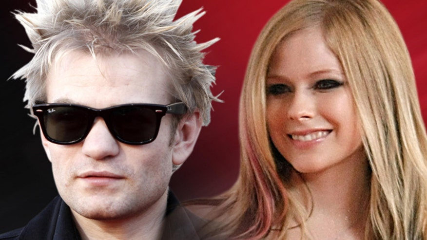 Deryck Whibley is on the mend.