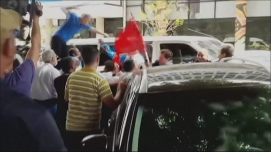 Dissidents and Cuba government supporters clash
