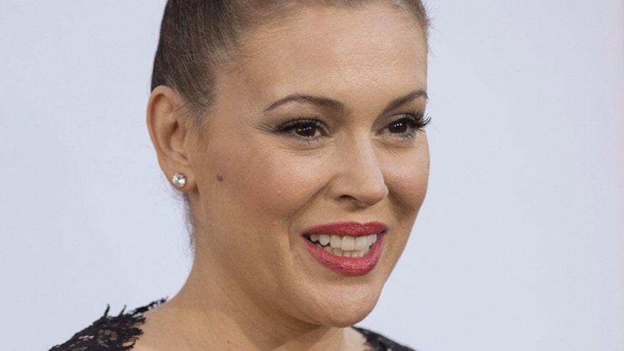 Alyssa Milano unhappy with London's airport
