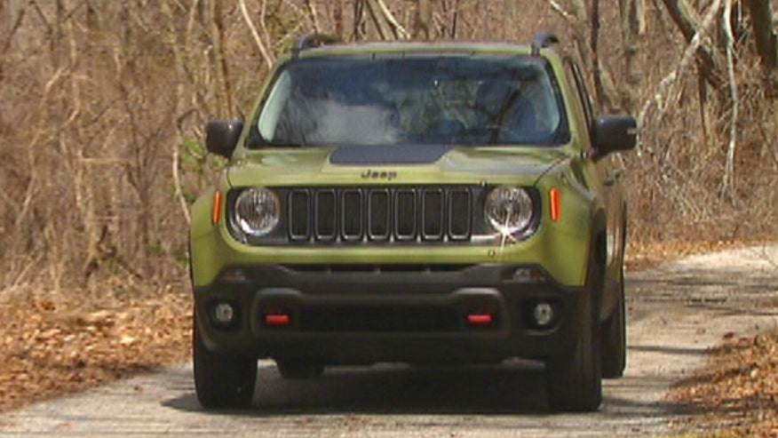 Gary Gastelu gets dirty with the 2015 Jeep Renegade, the company's first subcompact crossover.