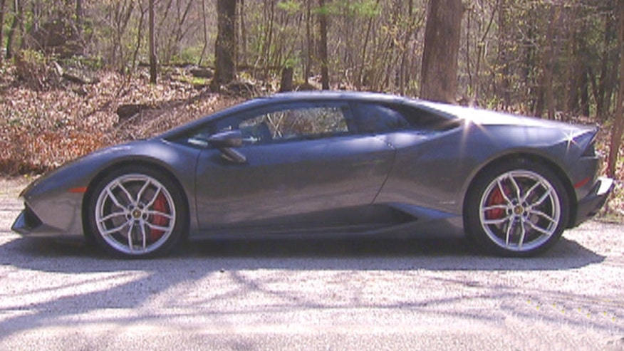 Ride along with Gary Gastelu in the heart-stopping 2015 Lamborghini Huracan.