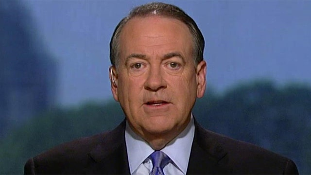 Mike Huckabee signs his own 'Pledge to the People'