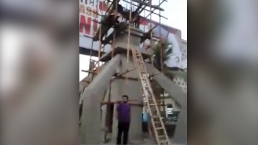 Raw video: Karachi businessman builds 'bulletproof' cross