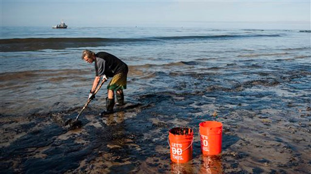 Pipeline company to double Calif. oil spill clean-up effort