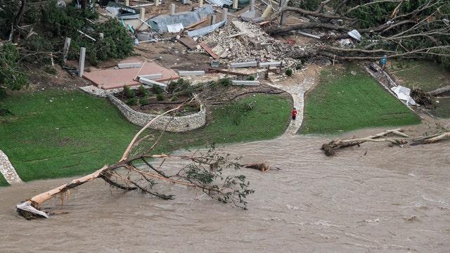Deadly flooding destroys hundreds of homes in Texas, Okla.