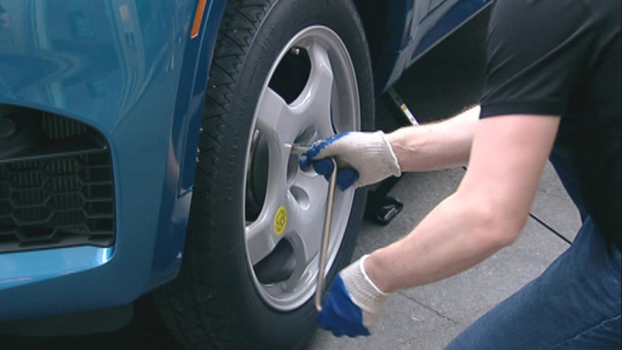 FoxNews.com Automotive Editor Gary Gastelu gives tips on changing a tire
