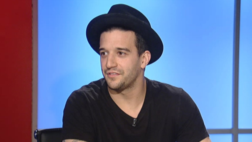 """""""Dancing with the Stars"""" pro Mark Ballas and his mother, Shirley, talk to Dr. Manny about a new campaign to help people kick the deadly habit of smoking"""