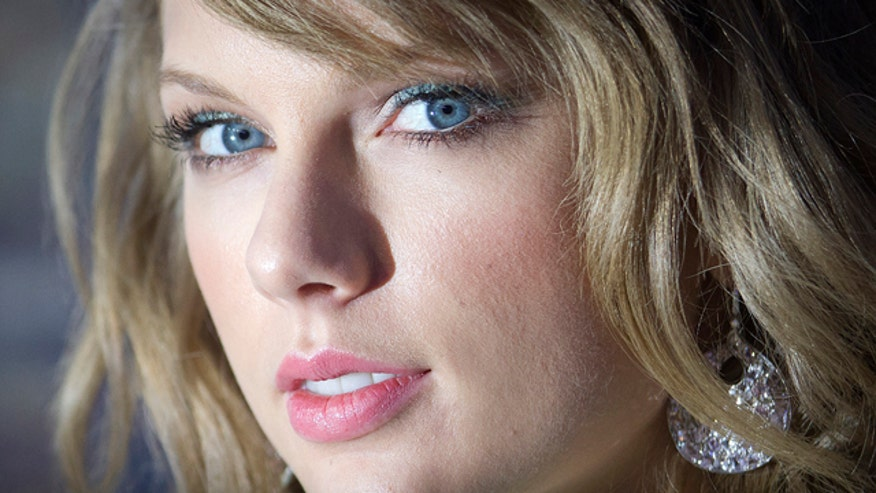 Taylor Swift doesn't think she is 'overtly sexy'