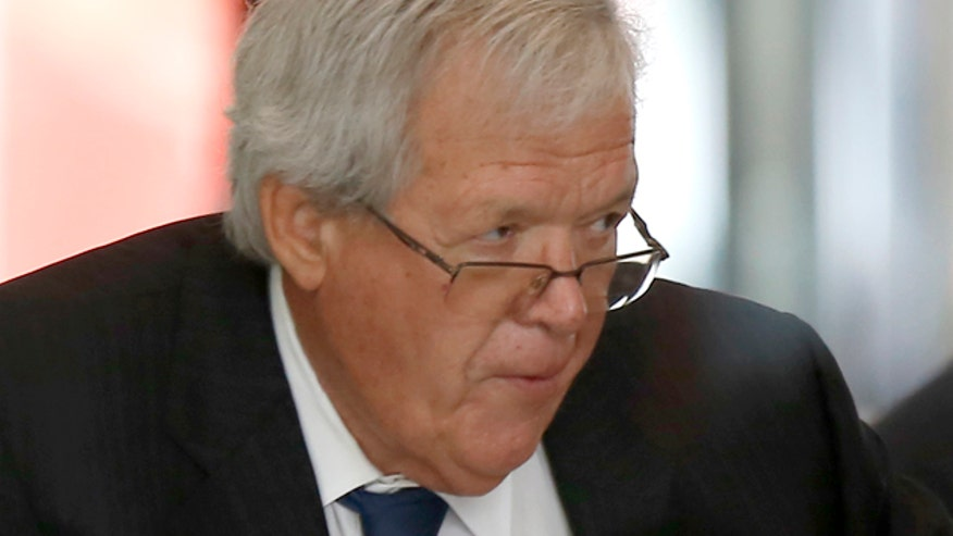 Judge sets $4,500 bond for former House speaker, orders Hastert to give up passport
