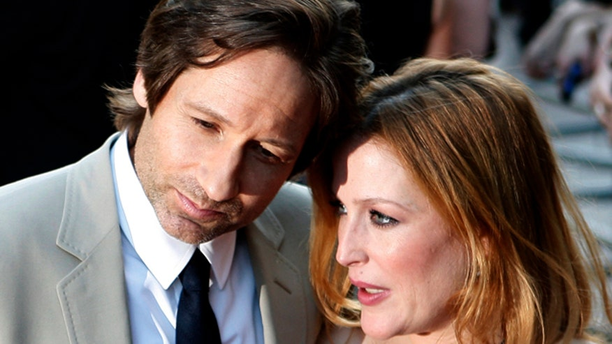David Duchovny and Gillian Anderson spotted smooching on set