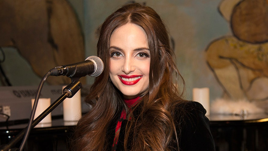 Singer and songwriter Alexa Ray Joel reveals the adorable way her dad sneaks into her performances.