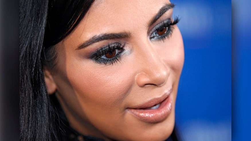 Kardashian throws weight behind 2015 candidate
