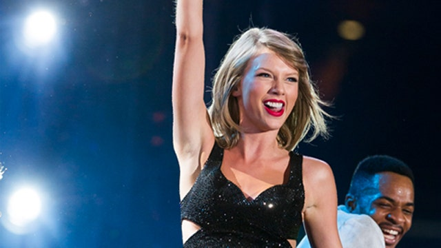 Taylor Swift has stage mishap