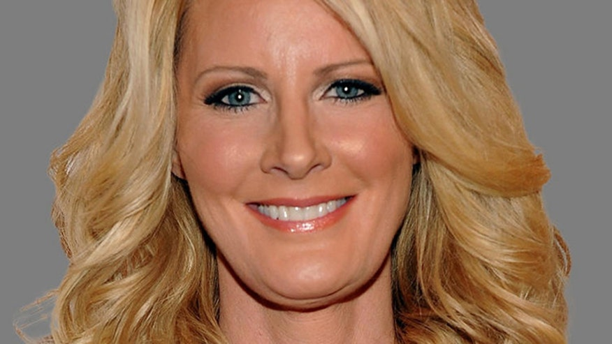 Report: Sandra Lee rushed to the hospital