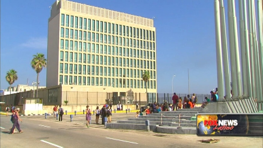 The Obama administration doesn't plan to invite Cuban dissidents to Secretary Kerry's historic flag-raising at the U.S. Embassy in Havana.