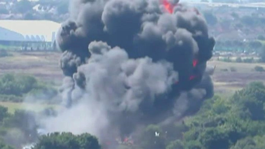 Fighter jet lost control and slammed into a busy roadway, 11 people were killed, death toll may reach 20