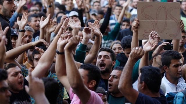 Hungary bars asylum-seeking migrants from trains