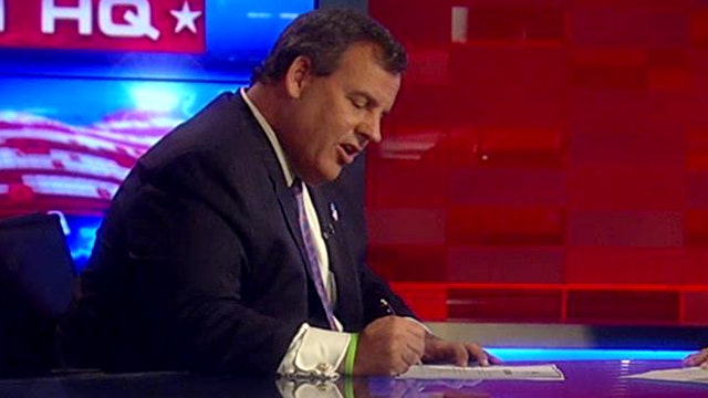 Christie signs RNC party loyalty pledge on Fox News
