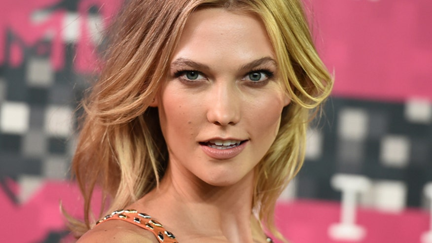 Karlie Kloss wants in, but nerds say no? Come on guys, use those brains!