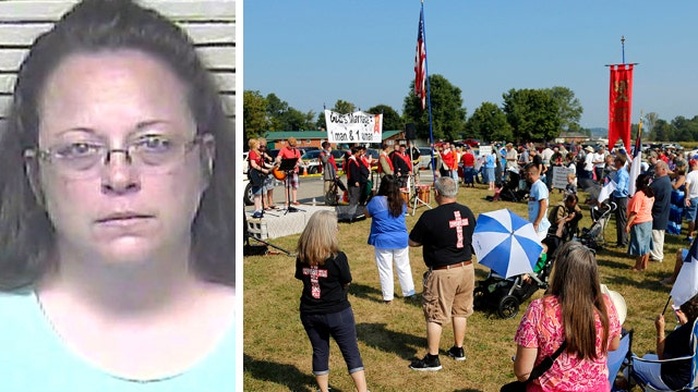No resolution in sight as Kim Davis refuses to back down