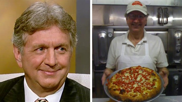 Pizzeria owner offering free slices to police officers