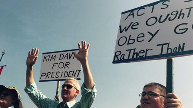 Protesters plan rally to support Kentucky clerk