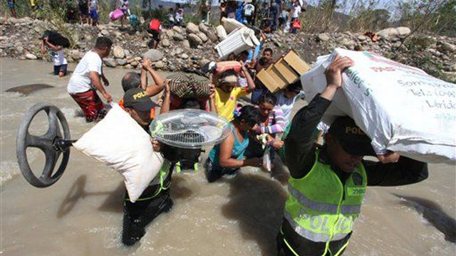 Colombians deported from Venezuela, thousands more fleeing