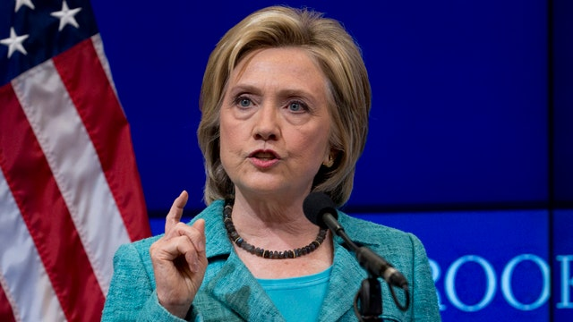 Clinton offers first apology for private email server