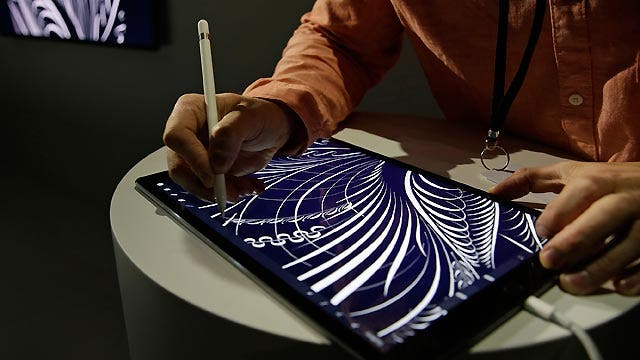 Tech experts review Apple's new gadgets