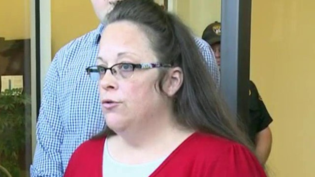 Kim Davis returns to county clerk's office