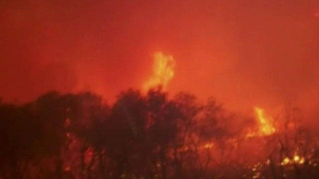 Raging California wildfires cause thousands to evacuate