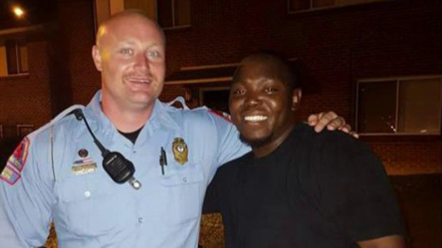 Police officer embraces former offender in viral picture