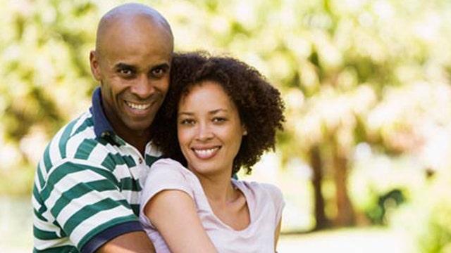 Study: Women prefer men who smile for relationships
