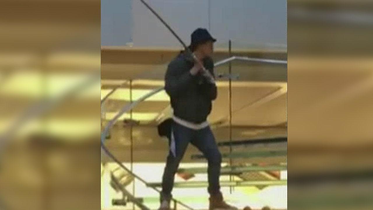 Sword-wielding man causes panic at New York Apple store