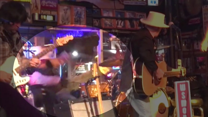 Raw video: Musician gives smashing performance in Nashville