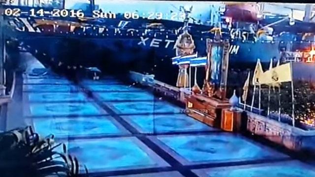 Watch out-of-control cargo ship slam into pedestrian walkway