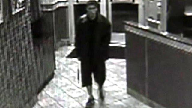 Sword-wielding thug robs fast food restaurant