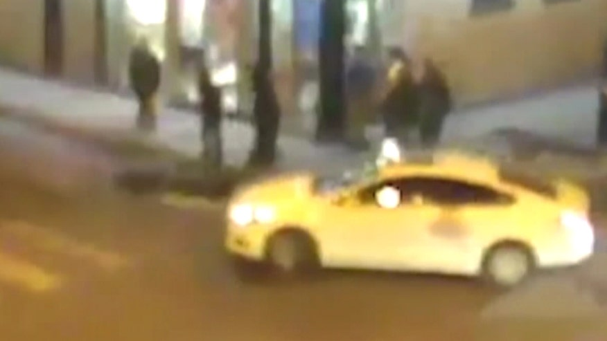Raw video: Disturbing video shows deadly sequence of events outside 7-Eleven in Chicago