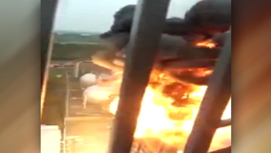 Raw video: Blaze triggers huge blast at port in Jingjiang