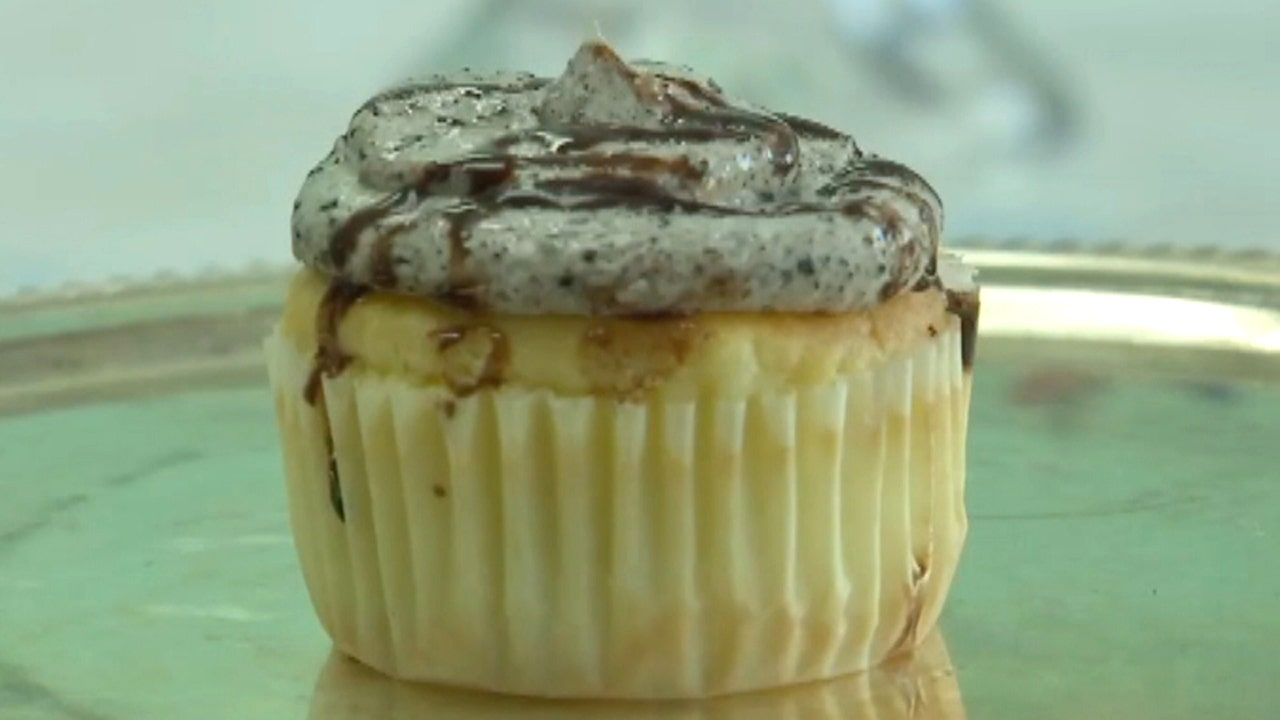 Oregon bakery shop accused of racism over Oreo cupcake named 'Mr. President'
