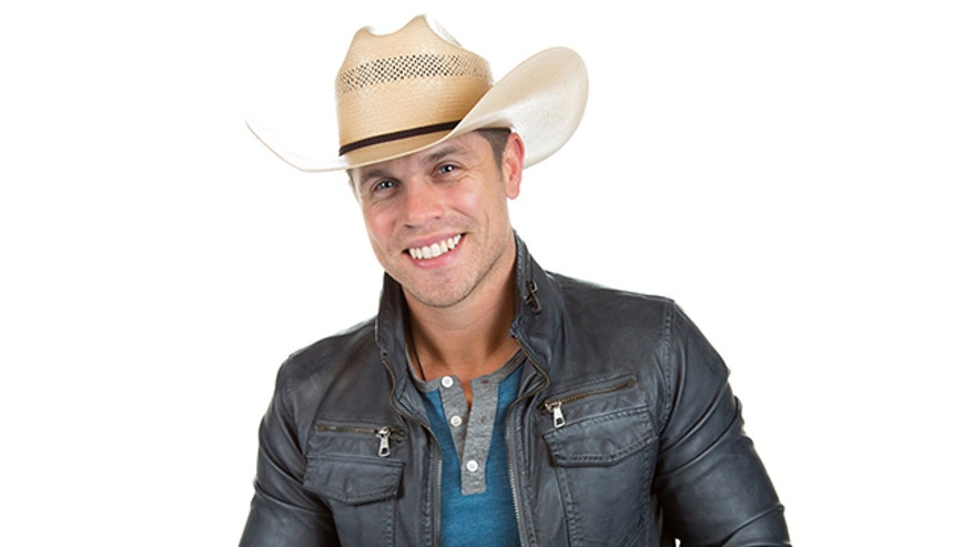 "Dustin Lynch's crush on Reba McEntire is no secret, but as far as we know, the ""Seein' Red"" singer has never really gone into detail about it before his exclusive interview with FNM."