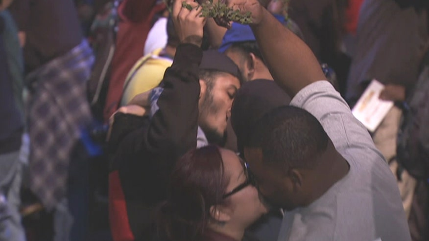 Six Flags breaks record for 'Most couples kissing under mistletoe' with 839 couples across seven parks, setting a new Guinness World Record