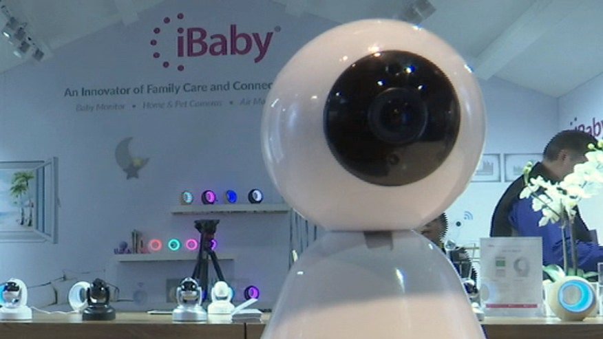 iBaby labs develop two devices for your home that can make life easier. Yobi, a small home robot and the baby monitor m6