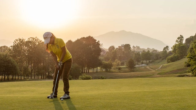 Young Nepali golfer defies gender, class boundaries