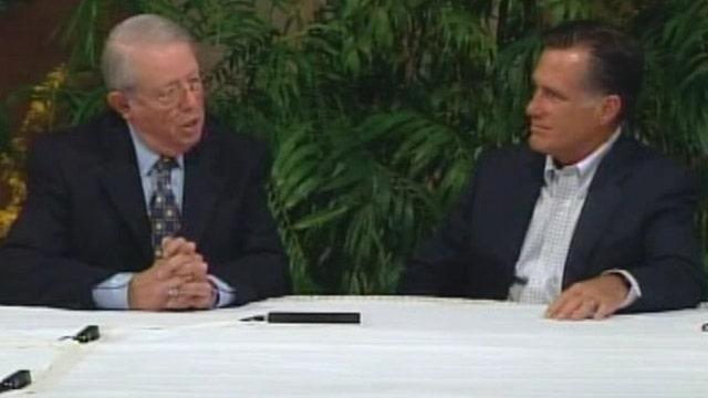 Romney hosts Hispanic roundtable discussion in Arizona