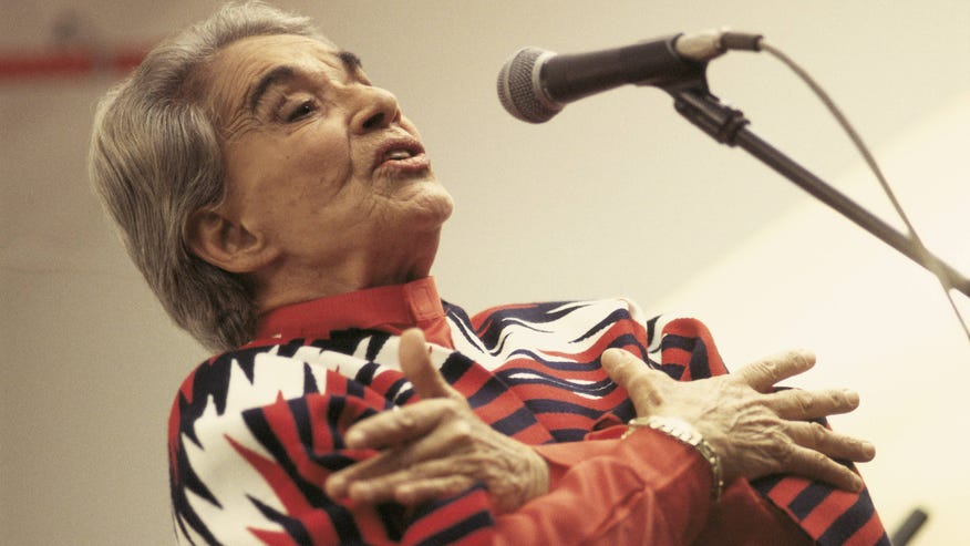 Mexican singer Chavela Vargas died from breathing difficulties, chronic pneumonia and kidney failure according to doctors at the Inovamed Hospital in the city of Cuernavaca.