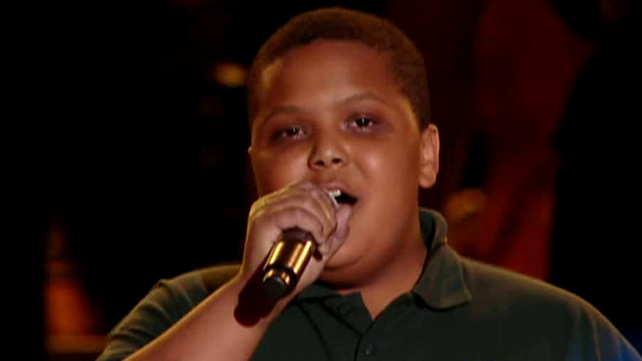 Teen's A capella performance wows pope crowd in Philadelphia