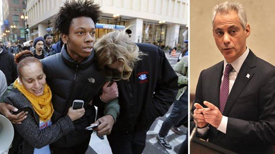 Protesters demand Chicago Mayor Rahm Emanuel's resignation