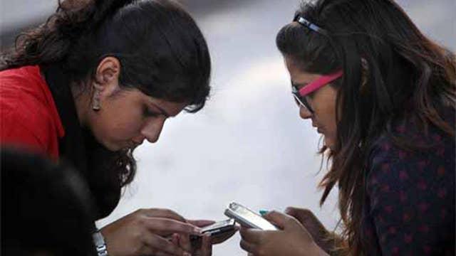 Study: Smartphones cause bad posture, psychological damage